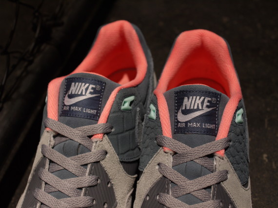 mita sneakers x nike air max light premium 3 570x427 mita Sneakers x Nike Air Max Light Premium