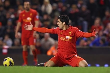 Chelsea boss Jose Mourinho takes aim at Liverpool's Luis Suarez with 'kings of the penalties' attack