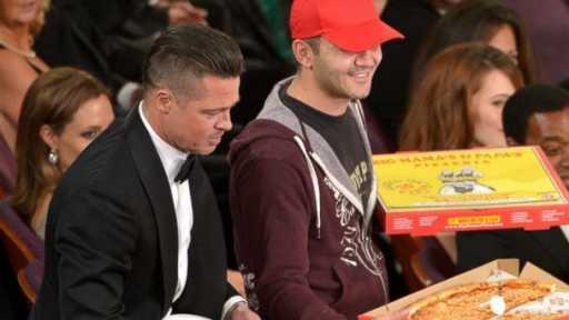 ap ellen brad pitt pizza kb 140302 16x9 608 Ellen Gives Oscars Pizza Deliveryman Huge Tip