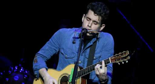 John Mayer covers Beyoncé's 'XO' in Australia