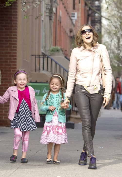 Sarah Jessica Parker Giggles With Her Girls