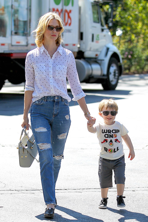January Jones and Xander have it made in the Shade