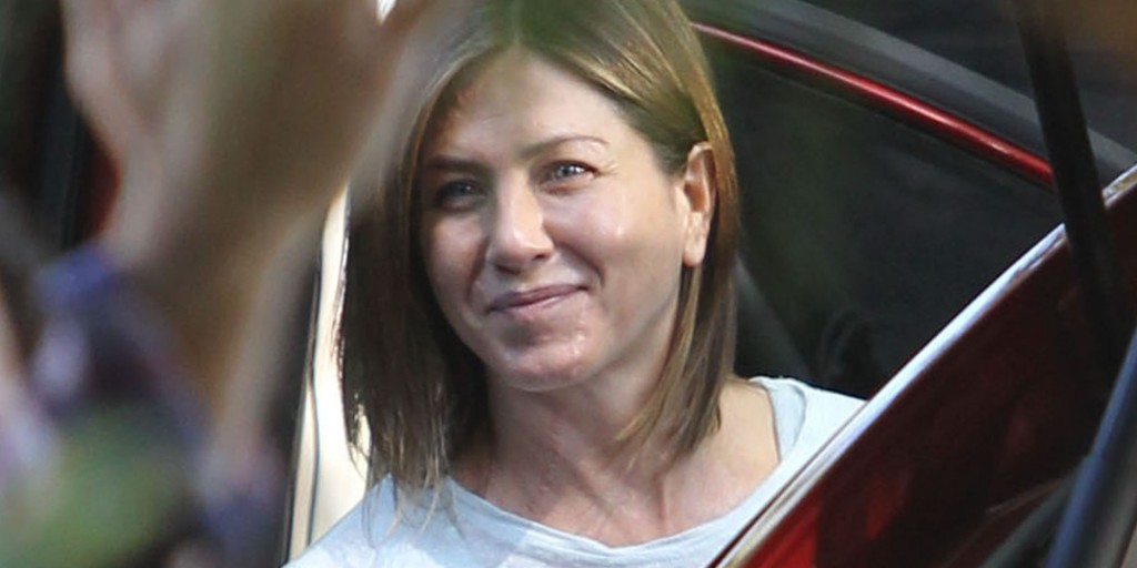 Jennifer Aniston goes without makeup on set of 'Cake'