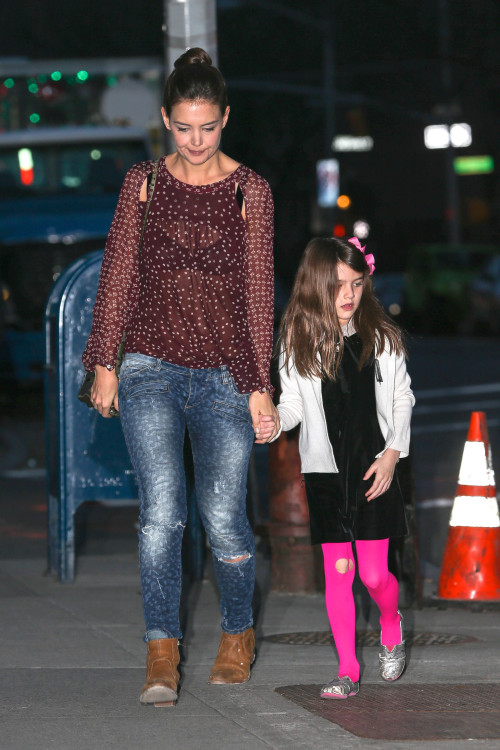 Katie Holmes gets a visit from Suri on the set of 'Dangerous Liaisons'
