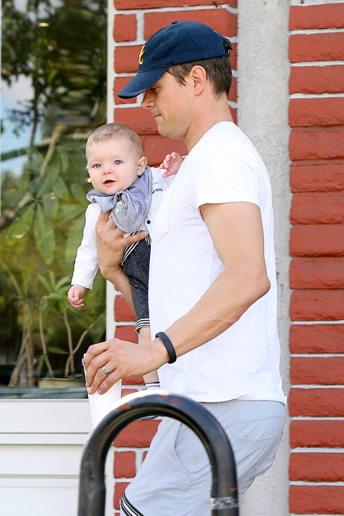 Josh Duhamel takes little Jack to breakfast in Brentwood - Part 2