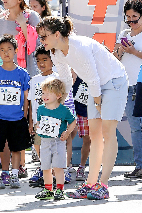 Jennifer Garner and Samuel walk for a good cause - Part 2
