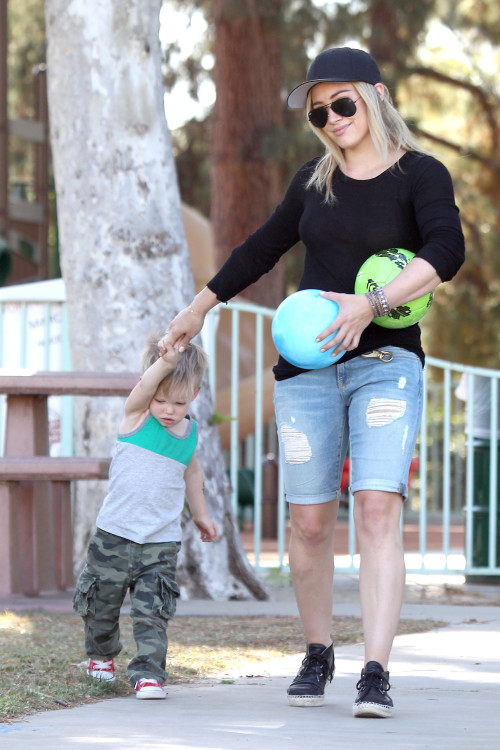 Hilary Duff and Luca take a Walk in the Park