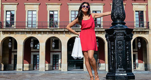 Women's travel clothing summer vacations in Paris and Rome